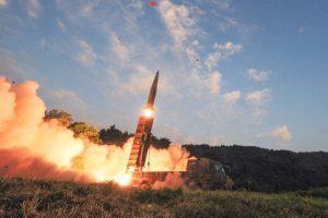 Corea del Sur realiza un ejercicio de misil balístico en respuesta a la prueba nuclear de Corea del Norte. En esta foto proporcionada por el Ministerio de Defensa de Corea del Sur, el misil balístico Hyunmoo II de Corea del Sur